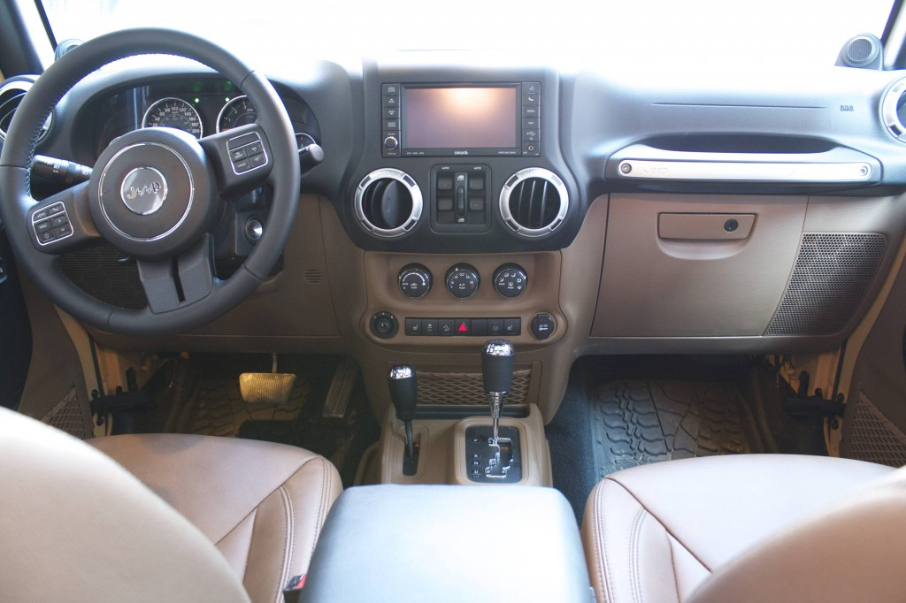 2014 Jeep Wrangler Unlimited Sahara 4x4 cockpit view